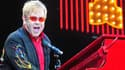 Elton John serait le troisième plus grand chanteur à succès au monde, derrière Elvis Presley et les Beatles.