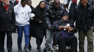 Les proches de Clarissa Jean-Philippe, mardi, lors de l'hommage national qui lui a été rendu à la Préfecture de police de Paris.