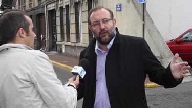 Le procureur de la République de Béthune a réclamé lundi une peine de quatre ans de prison dont deux ferme à l'encontre de Gérard Dalongeville, l'ancien maire d'Hénin-Beaumont poursuivi pour corruption et détournement de fonds. Jean-Pierre Roy a aussi réc