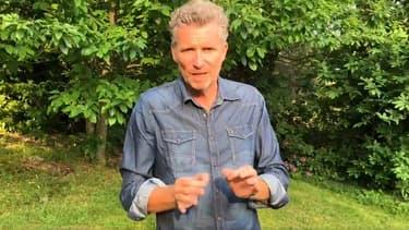 L'animateur de Koh Lanta Denis Brogniart dans une vidéo expliquant pourquoi TF1 a décidé de suspendre le tournage du jeu.