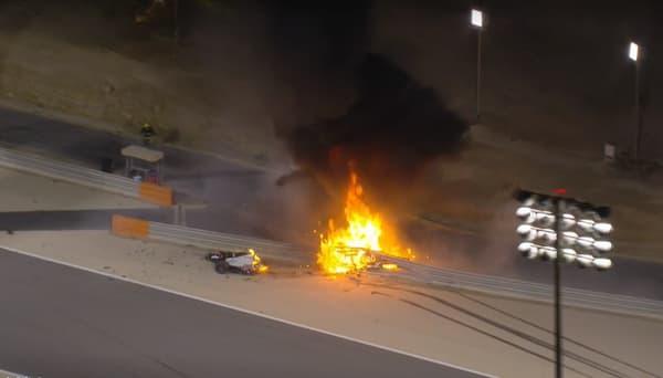 La voiture de Romain Grosjean coupée en deux