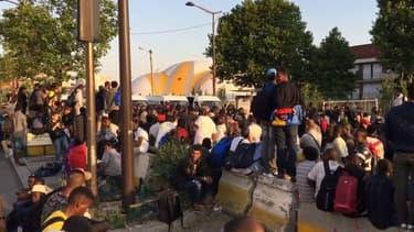 Avant 6 heures du matin, l'évacuation porte de la Chapelle avait déjà commencé.