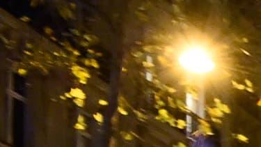 Des policiers manifestent le visage dissimulé à Paris (photo d'illustration)