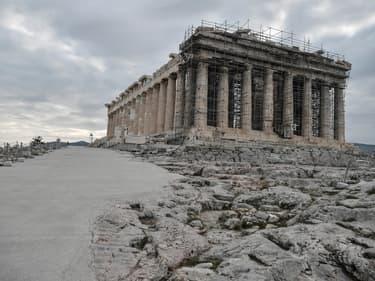 Sur l'Acropole à Athènes, des allées ont été bétonnées, recouvrant des pierres antiques. (photo d'illustration)