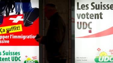 Une précédente campagne de l'UDC contre l'immigration, en 2011, dans les rues de Lausanne, en Suisse.