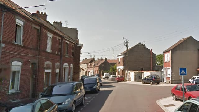 La rue de la République à Roeulx, dans le Nord, où l'incident a eu lieu dans la nuit de dimanche à lundi.