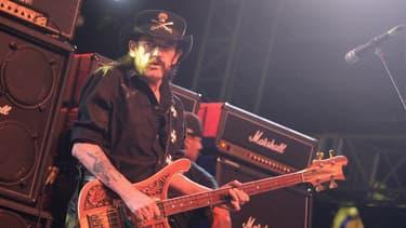 Lemmy Kilmister sur scène, le 13 avril 2014