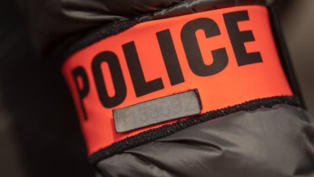 Un brassard de policier (illustration)