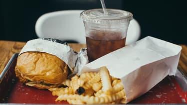 Les papiers et cartons représentent 90% des déchets que l'on trouve sur un plateau une fois le repas fini.