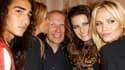 Jean-Paul Gaultier lors de la Vogue Fashion Night, à Paris. Le couturier français a émis jeudi soir le souhait que son confrère John Galliano, condamné pour injures antisémites et racistes, trouve une nouvelle maison de couture pour exprimer son talent. /
