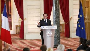 """François Hollande, qui s'exprimait jeudi lors de la seconde conférence de presse de son quinquennat,s'est porté à """"l'offensive"""" sur le front européen en s'engageant, à l'unisson d'Angela Merkel, à donner corps à une union politique dans les deux ans avec"""