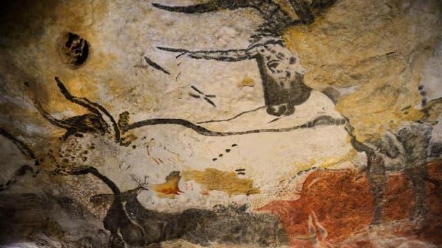 Dans la réplique d'une partie de la grotte de Lascaux, à Montignac. Le renoncement de l'Etat à participer au financement du Centre international pariétal dit Lascaux-4, haut lieu de l'art préhistorique, annoncé lundi dans le cadre d'un plan d'économie, su