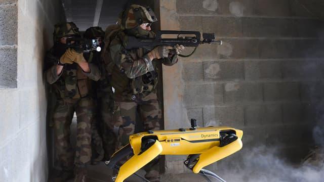 Le robot Spot aux côtés de l'Armée de Terre