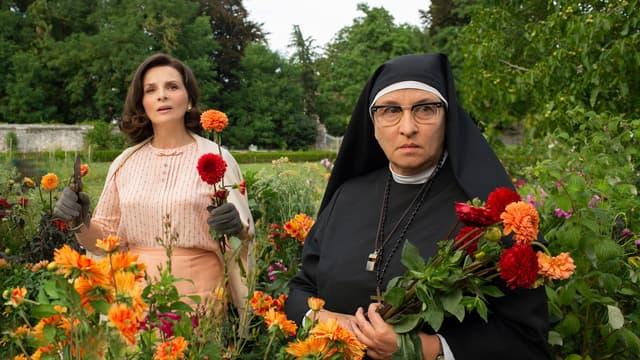 Juliette Binoche et Noémie Lvovsky dans La Bonne épouse