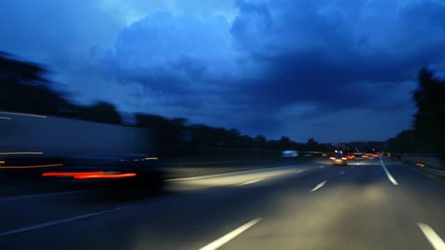 Un adolescent oublié sur le bord de la route (Photo d'illustration)