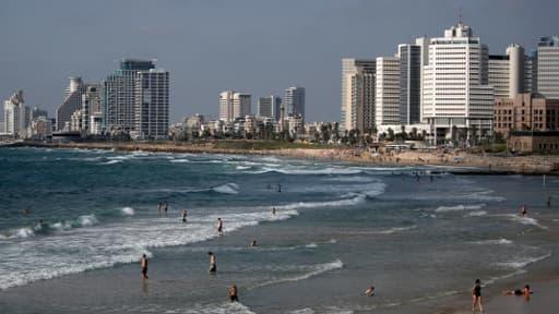 La plage de Tel Aviv était fréquentée mercredi malgré le conflit qui touche oppose actuellement l'armée israélienne au Hamas.