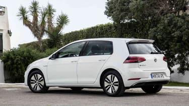 La Golf électrique est officiellement commercialisée à 39.350 euros. Le prix passe à 22.970 euros avec la prime et le bonus environnemental.