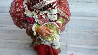 Une mariée indienne en costume traditionnel, le 3 mars 2014 à New Delhi