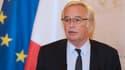François Rebsamen veut qu'un dialogue social ait lieu avant de suspendre les seuils sociaux.