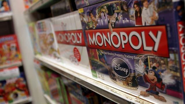 Hasbro produit, notamment, le Monopoly.