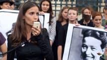 """Anne-Cécile Mailfert, porte-parole d' """"Osez le féminisme"""", lors d'une manifestation le 26 août 2013 à Paris."""