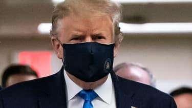Donald Trump porte un masque à l'hôpital Walter Reed, près de Washington, le 11 juillet 2020.