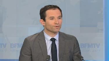 """Benoît Hamon appelle également à lutter contre le chômage, """"un cancer""""."""