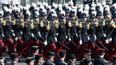 Des membres de l'école militaire de Saint-Cyr défilent le 14 juillet 2017 sur les Champs-Elysées (photo d'illustration).