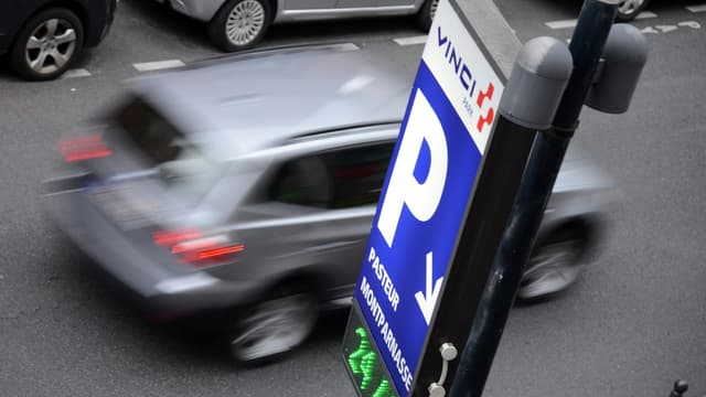 En comparant, pour 588 parkings de France métropolitaine , les tarifs de juin 2015 avec les tarifs pratiqués en septembre 2013, l'association dénonce le dérapage des prix des parcs de stationnement.