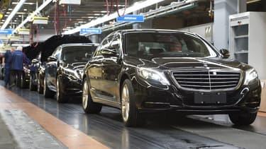 Après le marché chinois, c'est désormais la mise aux normes de certains de ses véhicules après révélation du Dieselgate qui pèse sur les comptes de Daimler.