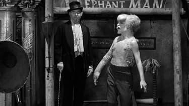 Freddie Jones dans Elephant Man (à gauche)