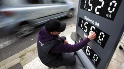La baisse des taxes sur le carburant coûtera très cher à l'Etat