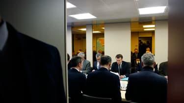 Emmanuel Macron lors d'un Conseil de défense le 8 mars 2020.