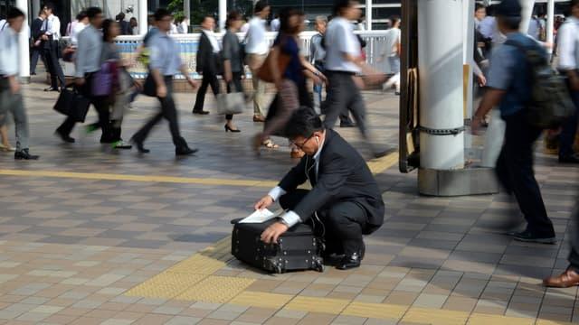 """Ces pratiques sont nées dans l'après-guerre, où la valeur attribuée aux """"salarymen"""" dépend de leur endurance"""