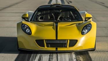 La Venom GT Spyder à été pilotée par un expert de Racelogic, sur la piste de la base navale de Lemoore.