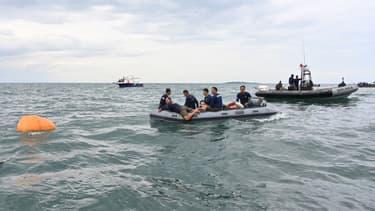 Des plongeurs à la recherches de débris du vol Sriwijaya Air Boeing 737-500, le 10 janvier 2021.