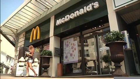 McDonald's: une affiche anti-SDF crée la polémique à Hyères