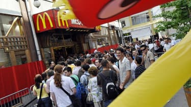 Une queue devant un nouveau McDonald's à Budapest en 2008