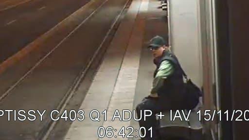 L'agresseur a attendu 20 minutes à un arrêt de tramway devant BFM avant de pénétrer dans les locaux.