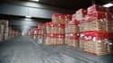 Bruxelles stocke quelque 378.000 tonnes de lait en poudre qui s'entassent dans d'immenses hangars en Europe.