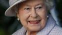 La reine Elizabeth à son arrivée, dimanche, pour une messe de Noël à l'église St Mary Magdalene. Dans son message diffusé alors que son époux le prince Philip se remet à l'hôpital d'une opération du coeur, la reine d'Angleterre a souligné l'importance de