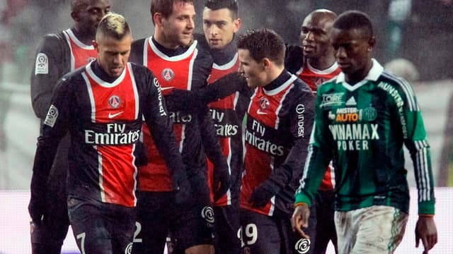 Mathieu Bodmer félicité par ses coéquipiers après son but victorieux