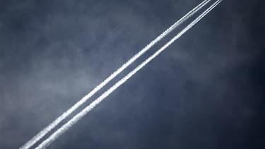 Un vol de la compagnie Air France assurant la liaison Paris-Tel Aviv a été dérouté mercredi soir vers l'aéroport de Bâle-Mulhouse après que le pilote a été informé d'une alerte à la bombe, a-t-on appris auprès de la direction de l'aéroport. Aucun engin su