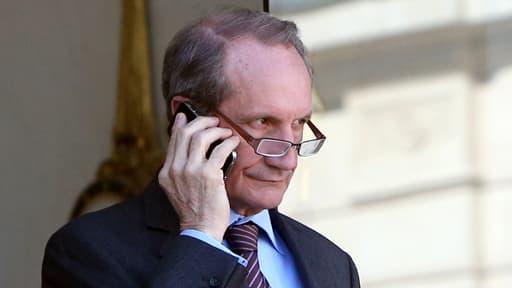 """Gérard Longuet, ici le 27 mars 2012 à l'Elysée, estime être """"mal payé"""" en tant que sénateur."""