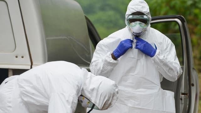 """Pour le Programme alimentaire mondial (PAM), endiguer la nouvelle épidémie d'Ebola revient """"à plonger au milieu d'un tsunami""""."""