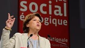 """Devant les militants de son parti réunis pour une convention en Seine-Saint-Denis, Martine Aubry a déclaré qu'elle ne considérait pas la retraite à 60 ans comme un """"dogme"""" mais a prévenu le gouvernement que le Parti socialiste, comme les syndicats, n'acce"""