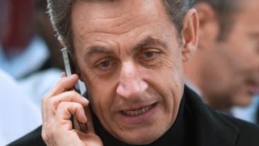 """Les téléphones portables de Nicolas Sarkozy ont été placés sur écoute selon """"Le Monde""""."""