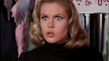 """Elizabeth Montgomery dans """"Ma sorcière bien aimée"""" (Bewitched en VO)."""