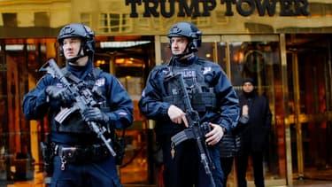 Des agents de sécurité devant la Trump Tower, le 17 novembre.