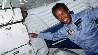 Guy Bluford, premier astronaute afro-américain à être envoyé dans l'espace, le 30 août 1983.
